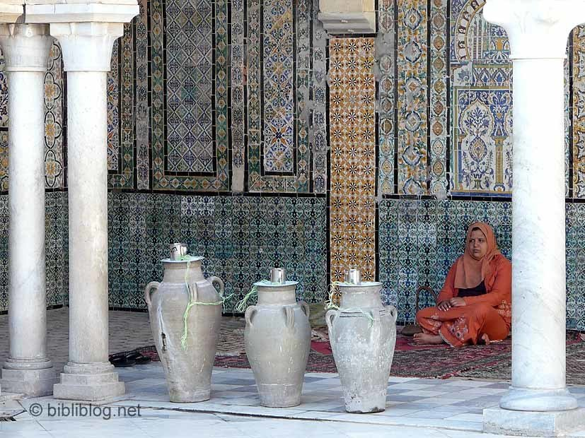 Tunisie-femme-jarres