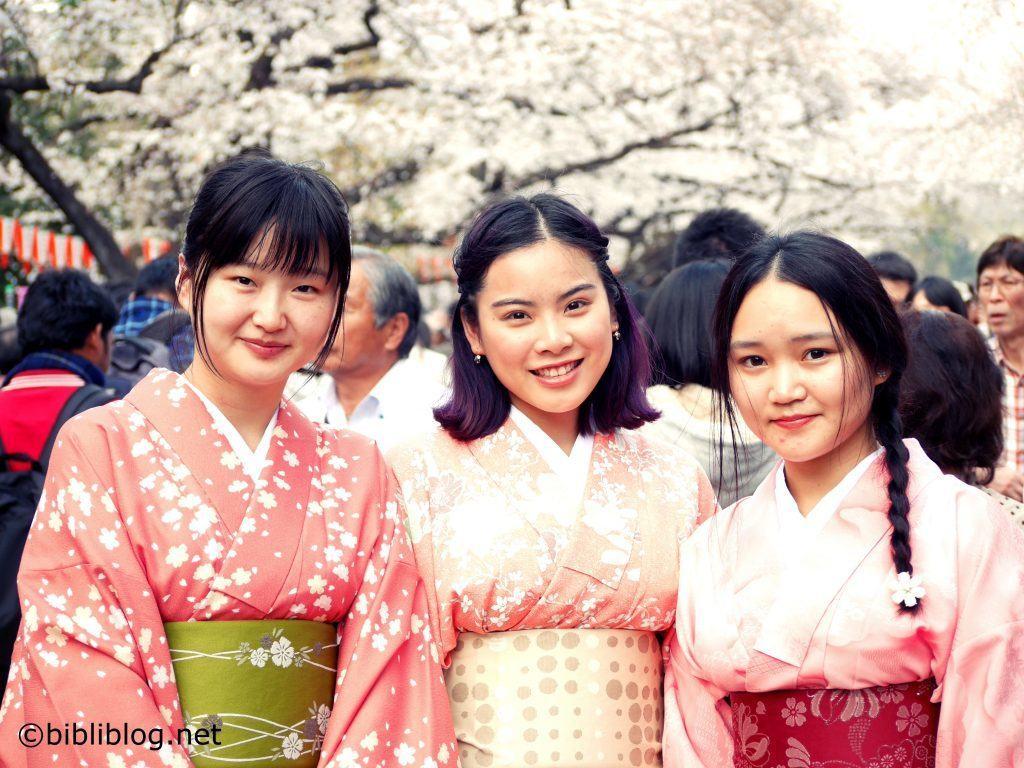 sakura-jeunes-filles-en-fleurs