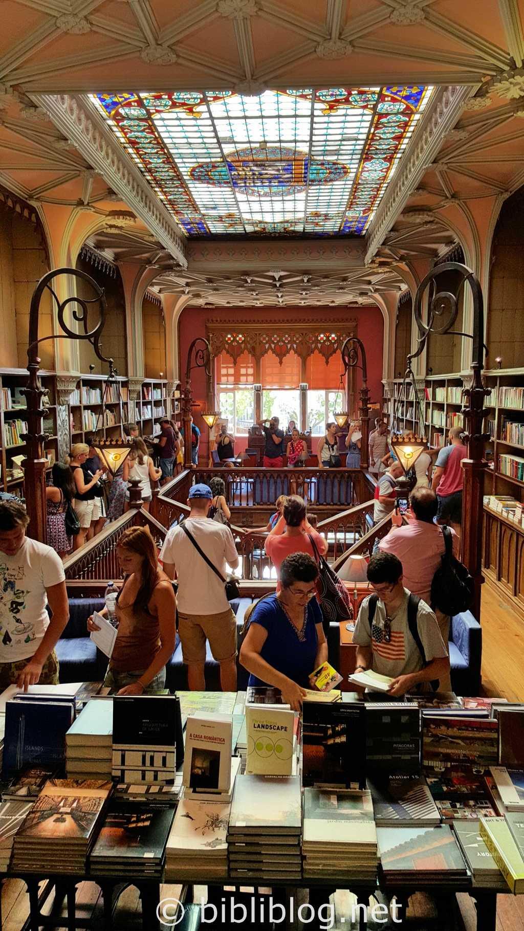 porto-librairie-intérieur-2