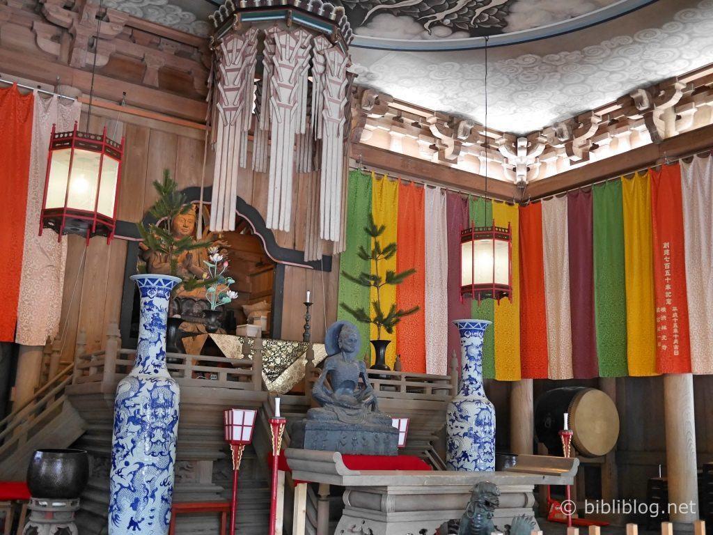 interieur-temple-1-kamakura