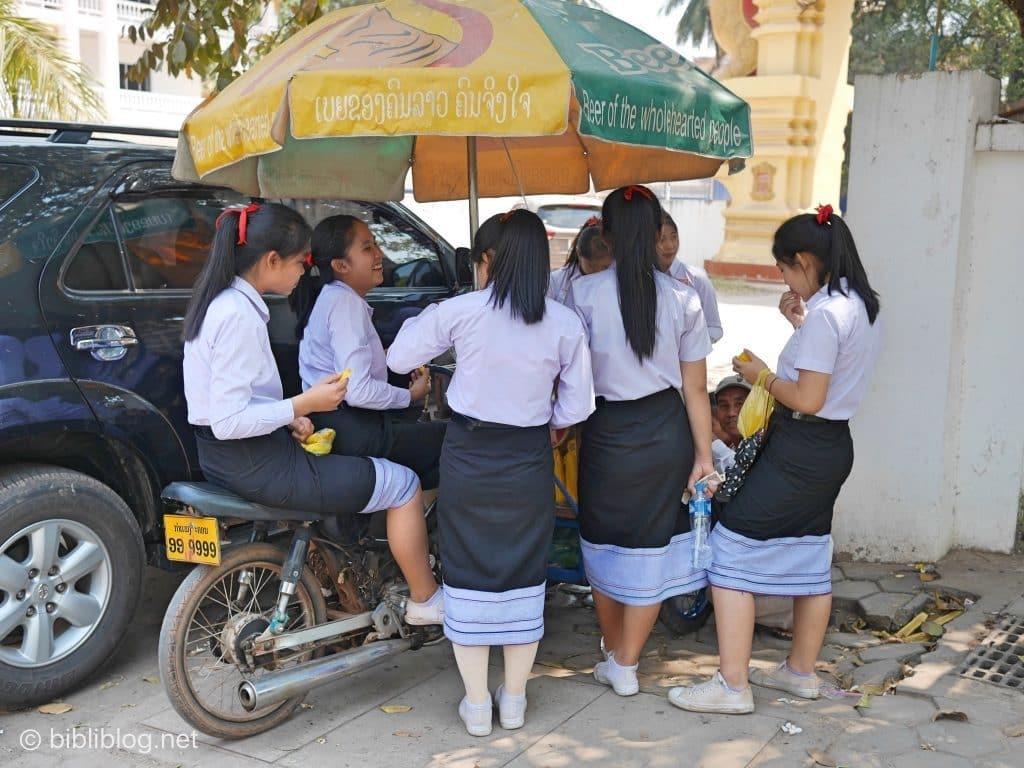 ecolieres-laos