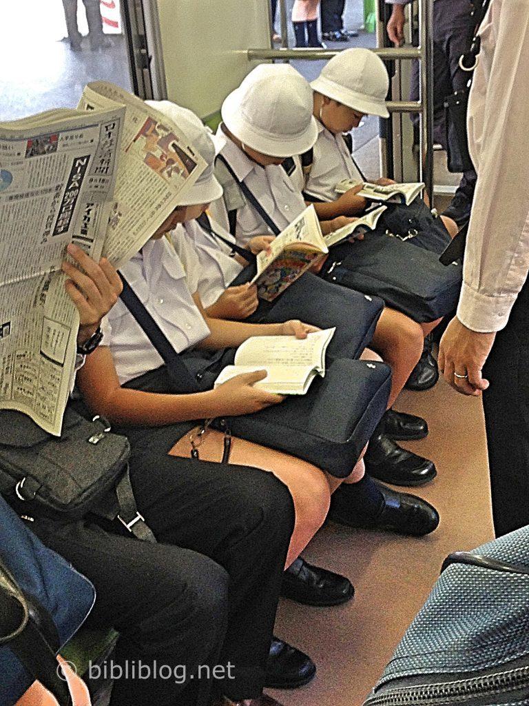 lecteurs-metro-tokyo