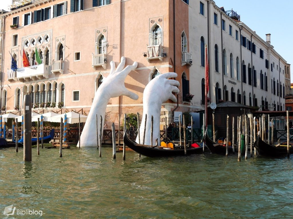 Venise-grand-canal-mains